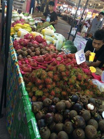 Nirvana Inn : Food market close by