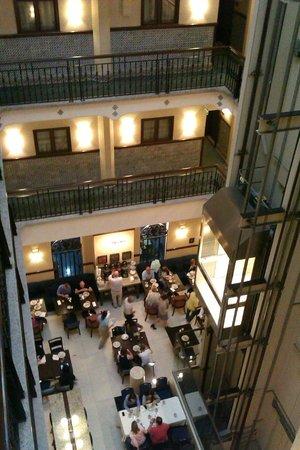 Hampton Inn & Suites Mexico City - Centro Historico: Dining, lobby