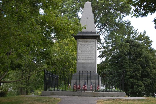 Lexington Green : U.S. oldest war monument