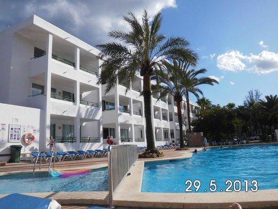 OLA Aparthotel Cecilia: piscina
