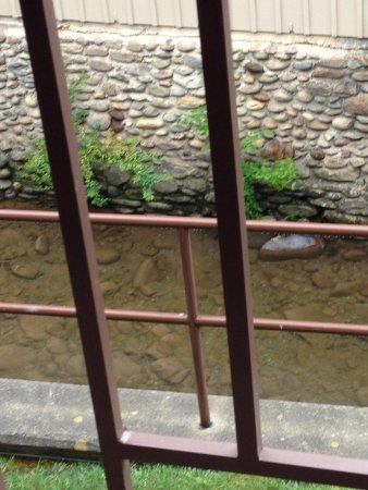 Greystone Lodge On the River: Balcony