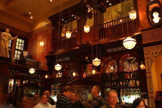 Nine Fine Irishmen: Nightlife