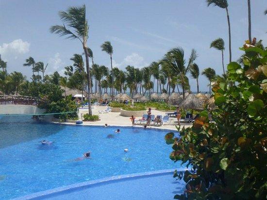 Grand Bahia Principe Bavaro: pool that close to the beach