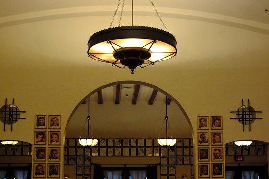 Hollywood Brown Derby : Lighting in dining room