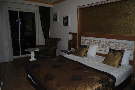 Crystal Palace Luxury Resort & Spa: Stora rummet i vårt familjerum