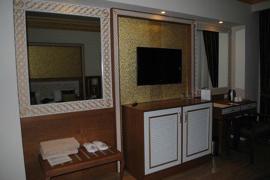 Crystal Palace Luxury Resort & Spa: rummet