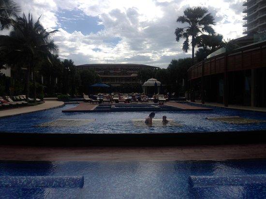 InterContinental Hua Hin Resort: View of pool
