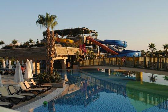 Crystal Palace Luxury Resort & Spa: Underbara pool