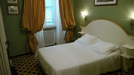 Hotel Central: Room / bed