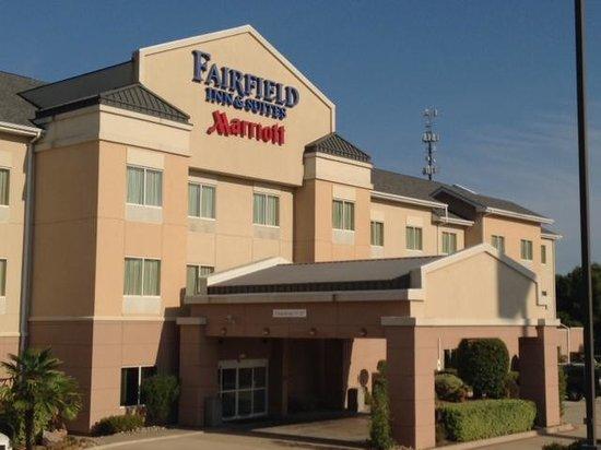 Fairfield Inn & Suites Marshall: Front Entrance