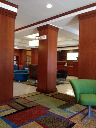 Fairfield Inn & Suites Marshall: Lobby