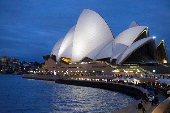 Sydney Harbour: opera house