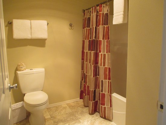 Inn at Arch Rock: Bathroom room 18