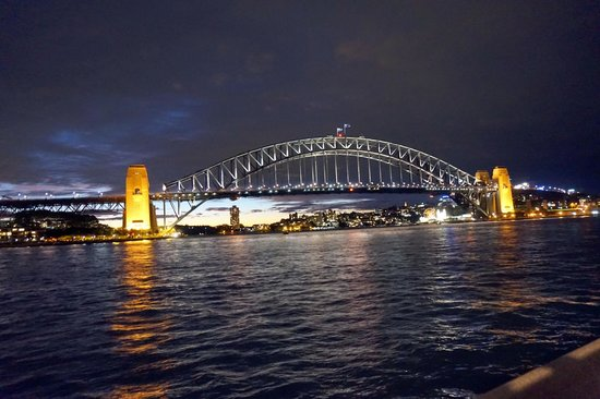 Sydney Harbour: bridge