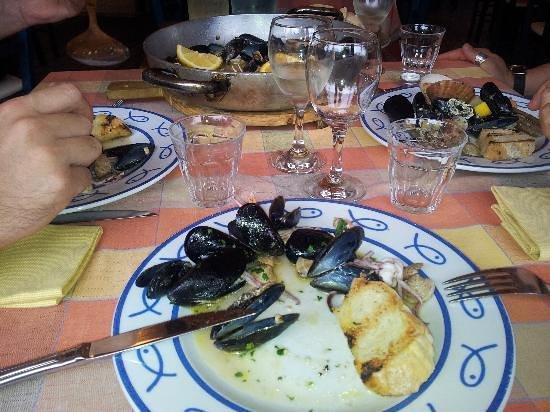 San Martino: Cozze non pulite (con la barba!!) e maleodoranti, burrose e acidule.