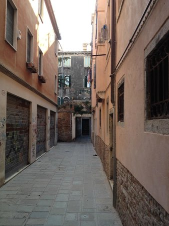 Albergo Doni: The route to the hotel