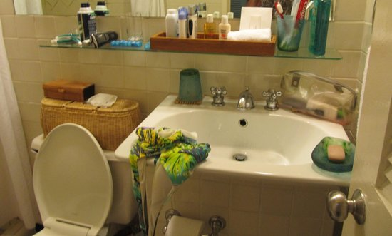 Caneel Bay Resort: Bathroom was cramped