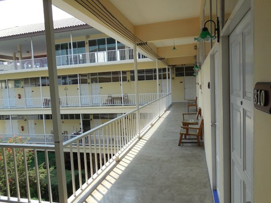Feung Nakorn Balcony Rooms & Cafe: Innenhof