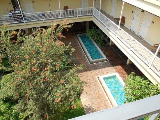 Feung Nakorn Balcony Rooms & Cafe: Innenhof