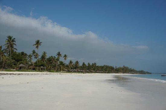 Dongwe Ocean View: white beach