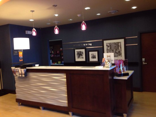 Hampton Inn Corning/Painted Post: Front desk