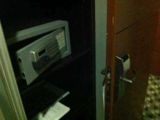 After Hotel Montevideo: Caja fuerte y cerradura digital