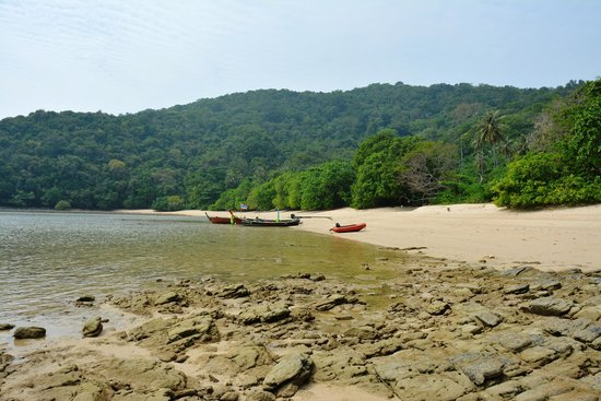 Andaman Sea Club Sailing Charters: beach hopping by dinghy
