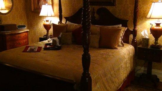 Biltmore Village Inn: Reed room with jacuzi