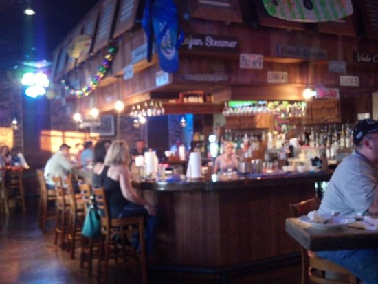 Cajun Steamer Bar & Grill: bar