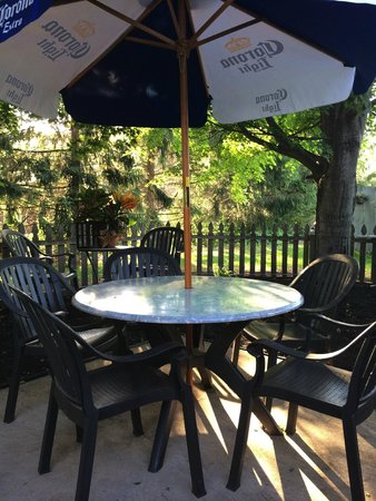 Danny Boy's Italian Eatery: Lovely outdoor seating area