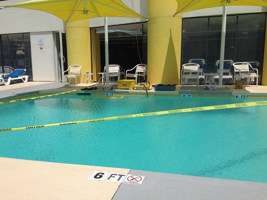 Seaside : 1/2 day no pool due to repairs
