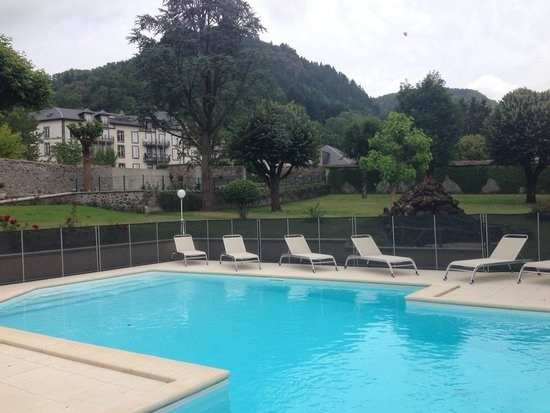 La Piscine Dans Le Jardin Photo De Hotel Beausejour Vic Sur C Re Tripadvisor: atmosphere agreable piscine jardin