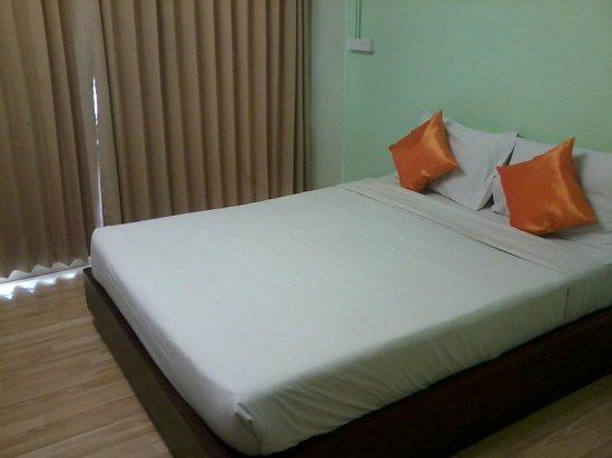 B2 Khamtieng: Bed