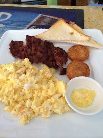 Booze Cruise Sports Bar & Grill: The Classic breakfast with extra bacon! Absolutely delicious!