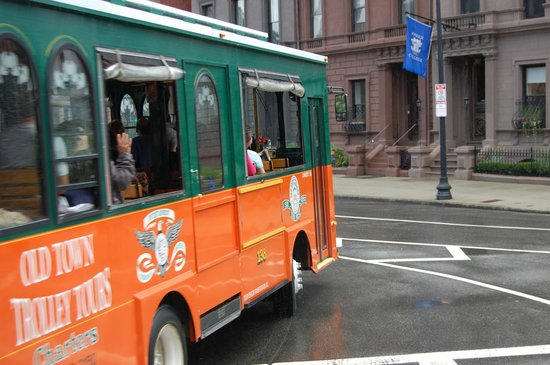 Old Town Trolley Tours: Turning Trolley