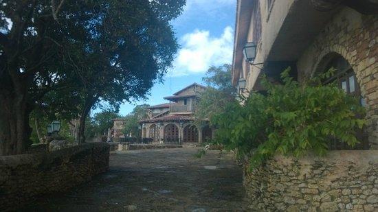 Altos de Chavon : calle de salida