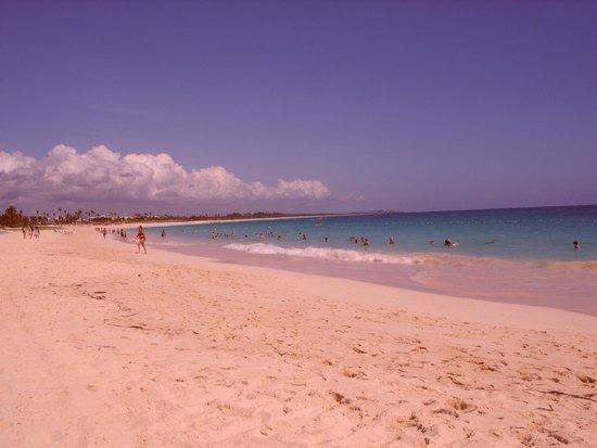 Occidental Caribe : la plage quasiment deserte au mois de juin tellement elle est grande