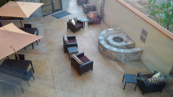 Courtyard Atlanta Conyers : The patio is cute, and not seen to the left are several covered tables