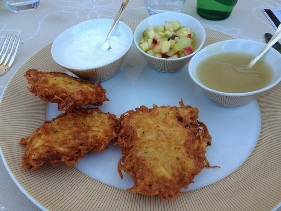 The King David : Lunch and garden restaurant, the most delicious latkes I ever had