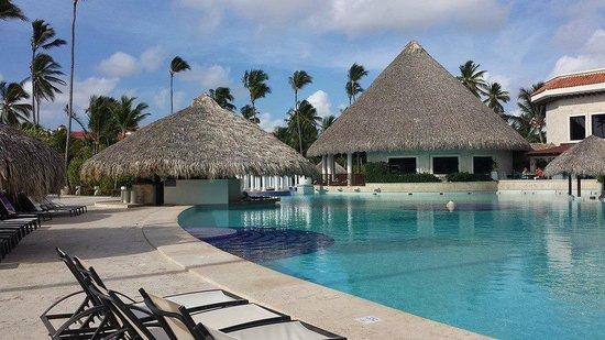 Paradisus Palma Real Golf & Spa Resort: Main Pool in the morning