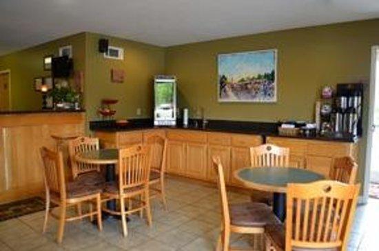 Reid Ridge Lodge: Breakfast Area