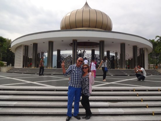 Shajasa Travel and Private Day Tours: Kuala Lumpur Soldiers Memorial Monument