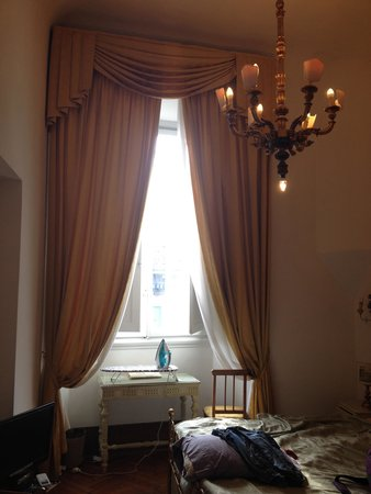 Hotel Tornabuoni Beacci: Loved the bing window