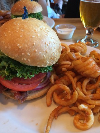 Photo of American Restaurant burgers and brew at 1409 R St, Sacramento, CA 95811, United States
