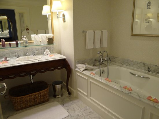 The Ritz-Carlton, Half Moon Bay: Our lovely bathroom