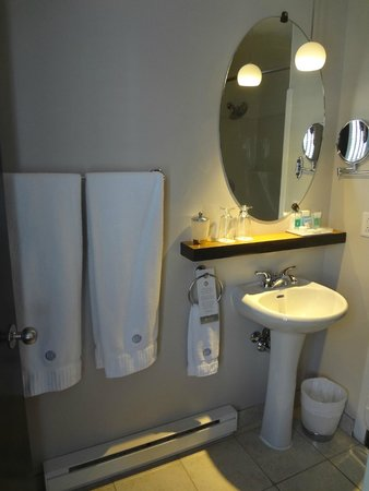 Hotel des Coutellier: bathroom