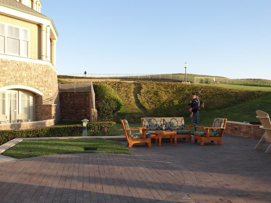 The Ritz-Carlton, Half Moon Bay: The bagpiper is enjoyable at sunset