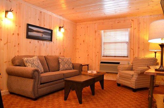 Reid Ridge Lodge: Master Suite Living Room with Queen Sofa Sleeper