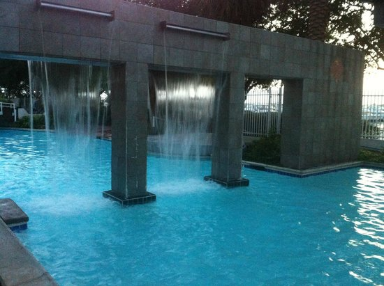 South Shore Harbour Resort and Conference Center: Water fall in the pool