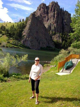 Rivers Bend Lodge : View across river